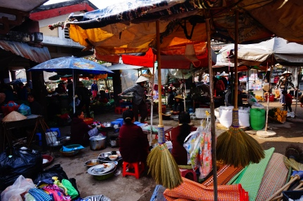 Hue morning market